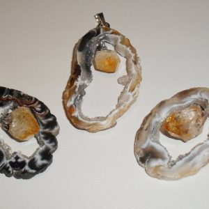 Citrine point (raw) in Oco pendant