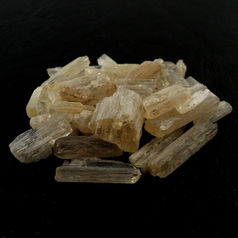 Scapolite, raw Raw Crystals scapolite